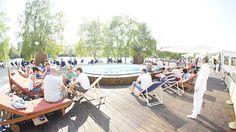 Das Strandgut in Berlin-Friedrichshain ist die Verbindung der metropolen Urbanität Berlins mit dem Erholsamen und Besonderen einer Strandbar. #Berlin #Bars