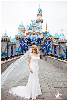 Stefanie en David – Disneyland Hotel-bruiloft in juni – White Rabbit Photo Boutique Magical Wedding, Dream Wedding, Poppy Red Wedding, Disney Wedding Dresses, Disney Weddings, Disneyland 60th, Rabbit Photos, Disney Bride, Space Wedding