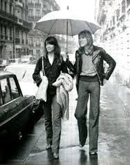 Françoise Hardy and Patrick Juvet walking through the streets of Paris. Jours de France September 1975 (image scanned by Magdorable) Disco 54, Compositor Musical, Hollywood Lingerie, Françoise Hardy, Photographs Of People, Sweaters And Jeans, Black And White Design, Paris Street, Up Girl