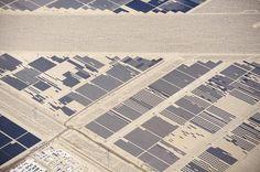 Parte de los 182.000 espejos de la gigantesca planta solar 'Nevada Solar One', al sur de Las Vegas, EEUU (Jassen Todorov, 2016)