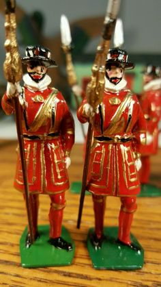 Lot 6 Vintage Britain's Lead Beefeaters Nice | eBay   [Even at their sloppiest, Britains' painters wouldn't have created these faces.  Greens on the bases are the wrong shade.  Figure on left has had shoes painted after base.  Gold pigment is too coarse.  Brush strokes are too wobbly.  Recasts?]