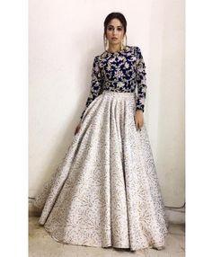Party Wear Indian Dresses, Designer Party Wear Dresses, Party Wear Lehenga, Indian Gowns Dresses, Dress Indian Style, Indian Fashion Dresses, Indian Wedding Outfits, Indian Designer Outfits, Pakistani Dresses