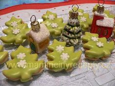 Pudinkové stromečky Holiday Cookies, Food And Drink, Pudding, Sugar, Christmas Ornaments, Holiday Decor, Desserts, 3, Xmas Ornaments