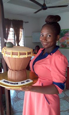 Beautiful African drum I made. Big Cakes, Fancy Cakes, Traditional Cakes, Traditional Wedding, Drum Birthday Cakes, Africa Cake, African Wedding Cakes, Cake Festival, African Drum