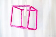 Un cube recouvert de fil de laine