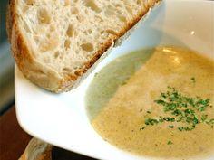 Per Morbergs recept på en enkel men god svampsoppa på kantareller, taggsvamp och annan god matsvamp som du lyckas komma över.