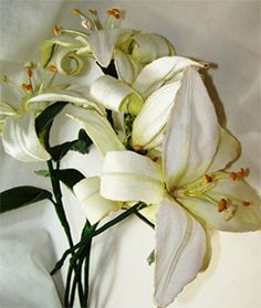 Ideal for wedding bouquets, this Saint Joseph Lily is cultivated in the hoop with step by step photo instructions from Embroider Shoppe.