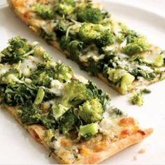 Пицца с брокколи на тонком  тесте.