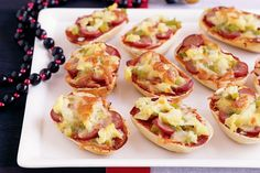 12 dinner rolls cut in half covered in cabanossi and capsicum finely chopped cheese and pizza paste a back for 10 mins Party Food And Drinks, Party Snacks, Kid Snacks, Good Food, Yummy Food, Fun Food, Delicious Dishes, Childrens Meals, Recipe Sites