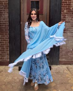 Kundali Bhagya 25 January 2019 written update of full episode: Prithvi tensed and plans to get Billa's mobile from Luthras Ethnic Outfits, Indian Outfits, Casual Outfits, Indian Attire, Indian Wear, Pakistani Dresses, Indian Dresses, Suit Fashion, Fashion Dresses