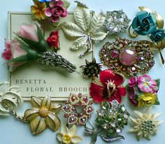 Charming grouping of vintage pins Vintage Costume Jewelry, Vintage Costumes, Vintage Jewelry, Vintage Outfits, Vintage Fashion, Antique Jewellery, Vintage Accessories, Vintage Clothing, Vintage Pins