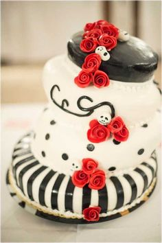 Cake Emo Gothic Roses And Skulls Inspired Wedding  cakepins.com
