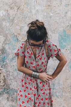 love the print on this dress and the details on the sleeves