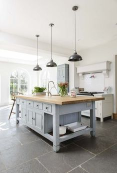 Modern Kitchen Design : Jammy baking in Mirandas Chalon Kitchen Modern Country Kitchens, Modern Farmhouse, Home Kitchens, Farmhouse Kitchens, Country Kitchen Island, White Farmhouse, Kitchen Islands, Kitchen Lights Over Island, Modern Cottage