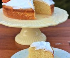 Torta de Tres Leches or Three Milks Cake is a popular dessert in Colombia and Latin America. This cake gets the name from the three milks we use, condensed milk My Colombian Recipes, Colombian Food, Chocolate Tres Leches Cake, Three Milk Cake, Latin Food, Sweet Bread, Mexican Food Recipes, Citrus Recipes, Cake Recipes