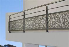 Prix d'un garde-corps en aluminium Balcony Glass Design, Balcony Grill Design, Balcony Railing Design, Small Balcony Decor, Balustrade Balcon, Balustrades, Home Room Design, House Design, Stairs Handle