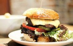 Oferta: Burger i frytki: zestaw dla 2 osób za 32,99 zł i więcej opcji w Klubokawiarni Eksperyment, w Warszawa. Cena: 32,99zł