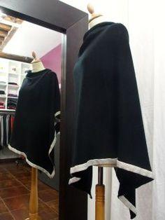 Poncho personnalisé RueduCachemire #poncho #ponchos #cachemire #cashmere #RueduCachemire #rueducachemire #personnalisation #personnalisable #personnalise #fashion #mode #femme