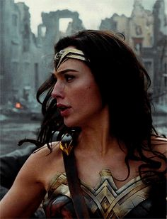 Wonder Woman Pictures, Diana, Gal Gabot, Fictional Heroes, Gal Gadot Wonder Woman, 1920s Hair, Wonder Woman Cosplay, Foto Pose, Celebs