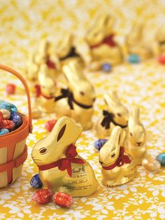 Lindt GOLD BUNNY Easter parade with LINDOR Eggs!