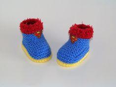 bottes chaussons bébé en laine bleu/jaune & fourrure rouge 3 à 6 mois : Mode Bébé par danielainetricots
