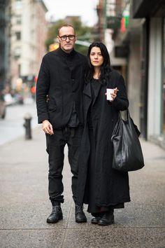 These are NOT street style shots of Paul Harnden Yohji Yamamoto, Dark Fashion, Winter Fashion, Street Fashion, Bon Look, Style Noir, Wearing All Black, Stylish Couple, Magnolia Pearl