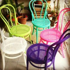 Sillas Tonet restauradas y pintadas.... A todo color!!!!