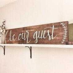 Deze hand geschilderde houten teken is gekleurd dan geschilderd speciaal voor uw gasten slaapkamer!  Het is gemaakt met veel liefde.  Houten vlek is mahonie. Verf kleur is wit.  Grootte is 11 x 4 lang lang.  Opknoping van de hardware is opgenomen.  VERZENDING INFO  Dit teken is beschikbaar voor pick-up in Little Rock, als u wilt voorkomen dat de verzendkosten. Laat het me weten, alvorens te kopen, als u deze optie.  Kan hebben klaar om te verzenden binnen 1-2 weken.