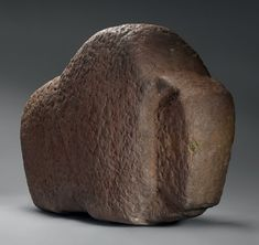 Important Bison Sculpture - Stone, pigments, turquoise - Mimbres or Anasazi people - century - 79 cm long, 43 cm high, 18 cm depth. Art Sculpture, Stone Sculpture, Modern Sculpture, Animal Sculptures, Abstract Sculpture, Elephant Sculpture, Native American Tools, Native American Pottery, Native American Artifacts