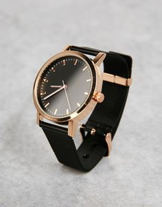 Bershka Colombia online fashion for women and men - Buy the lastest trends Elegant Watches, Stylish Watches, Beautiful Watches, Luxury Watches, Old Watches, Swiss Army Watches, Seiko Watches, Black Mesh, Quartz Watch