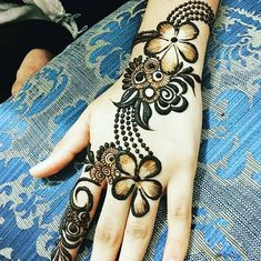 Explore latest Mehndi Designs images in 2019 on Happy Shappy. Mehendi design is also known as the heena design or henna patterns worldwide. We are here with the best mehndi designs images from worldwide. Rose Mehndi Designs, Latest Arabic Mehndi Designs, Henna Art Designs, Mehndi Designs For Girls, Mehndi Designs For Beginners, Modern Mehndi Designs, Dulhan Mehndi Designs, Mehndi Designs For Fingers, Wedding Mehndi Designs
