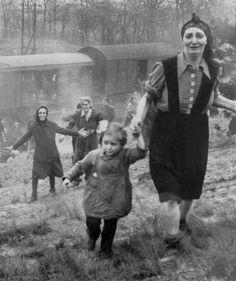 72 years later, woman from iconic Holocaust photo identified - Europe - Haaretz.com