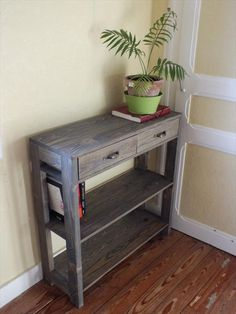 reclaimed pallet entry way table