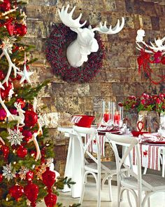 Elegant Christmas Table Decorating Idea | For the Home