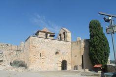 Iglesia de la Santa Creu dentro del recinto del castillo