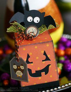 Adorable DIY paper Halloween favor box by Tamara <3