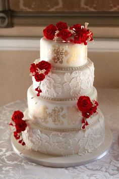 Beautiful mix of colours #cake #roses #red #contrast #gold #wedding #weddingcake #toronto #beautiful #design #smthngnew