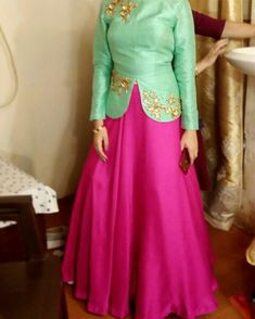 Wedding Lehenga Designs, Kurti Designs Party Wear, Sleeves Designs For Dresses, Dress Neck Designs, Choli Designs, Saree Blouse Designs, Blouse Designs Catalogue, Beautiful Pakistani Dresses, Modest Fashion Hijab