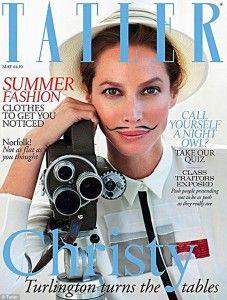 Christy Turlington también se atreve con el bigotillo hipster