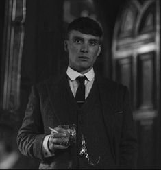 """""""Cillian Murphy in Peaky Blinders"""" Citações Peaky Blinders, Peaky Blinders Poster, Peaky Blinders Wallpaper, Peaky Blinders Series, Peaky Blinders Quotes, Peaky Blinders Thomas, Cillian Murphy Peaky Blinders, Cillian Murphy Tommy Shelby, Peaky Blinders Tommy Shelby"""