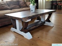 Platsbyggd soffa på altanen - Hemma hos Pysselvix Diy Dining Table, Cool Tables, Rustic Furniture, Woodworking, House, Plank, Home Decor, Coffee Tables, Affirmations