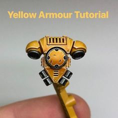 Yellow armour painting tutorial Something I get asked about a lot - how I paint my yellow armour. Well here's a step by step. Sorry, it's a long one. Painting Tips, Figure Painting, Painting Techniques, Mini Paintings, Cool Paintings, Warhammer Paint, Warhammer 40000, Imperial Fist, Warhammer 40k Miniatures