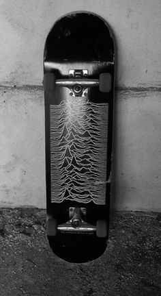 Skateboard with Joy Division - Unknown Pleasures - album cover. Black wheels are a nice touch. Skateboard Deck Art, Skateboard Design, Skateboard Photos, Longboard Decks, Surfboard Art, Joy Division, Pale Tumblr, Swimming Party Ideas, Skate Art