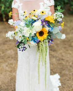 Brilliant Sunflower Wedding Bouquets For Happy Wedding ? sunflower wedding bouquets with white flowers Yellow Wedding Flowers, White Wedding Bouquets, Bridal Flowers, Summer Flowers, Floral Wedding, Wedding Colors, Wedding Day, White Flowers, Wedding Bride