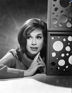 Laura Petrie, Mary Tyler Moore Show, Fancy Makeup, Hot Haircuts, Tv Icon, Katie Couric, Feminist Icons, Monochrome Photography, Flash Photography
