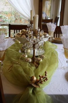 christmas decorations ideas - Pretty table setting, Gold Ornaments maybe not the candlesticks! Just use crystal ones Christmas Table Centerpieces, Christmas Table Settings, Christmas Tablescapes, Xmas Decorations, Christmas Candles, Centerpiece Ideas, Christmas Tabletop, Holiday Fun, Christmas Holidays