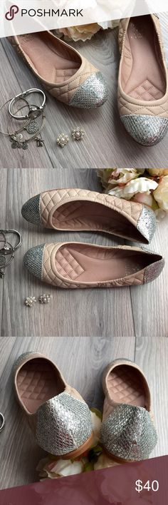 🆕 Vince Camuto Fawna ballet flats NWOT Cute quilted Vince Camuto Fawna flats have sparkly glitter end caps! These are brand new and never worn but without box. Vince Camuto Shoes Flats & Loafers