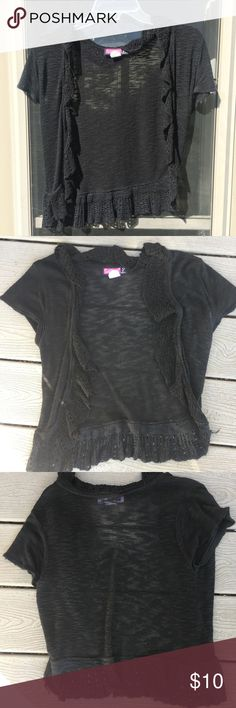 Black size MJ Shrugs & Ponchos at a discounted price at Poshmark. Shrug Sweater, Fashion Tips, Fashion Design, Fashion Trends, Sweaters, Outfits, Collection, Things To Sell, Black