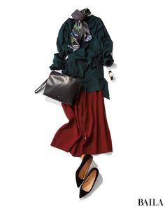 今日は、秋冬トレンドのカラーを掛け合わせてシックな配色のコーデを! 深みのあるフォレストグリーンのブラウスは、上品できちんと感が高いアイテム。赤みブラウンのワイドパンツと合わせれば、落ち着いたムードの通勤コーデになります。ここにスカーフを加えれば、女らしさも簡単に格上げ可能。ブラ・・・