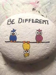 Rock Painting Ideas Easy, Rock Painting Designs, Paint Designs, Stone Drawing, Art Actuel, Pierre Decorative, Art Rupestre, Love Birds Painting, Art Pierre